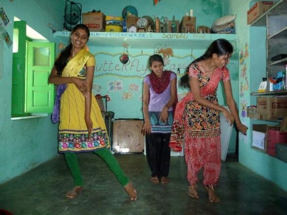 anmutiger Tanz zu indischer Musik